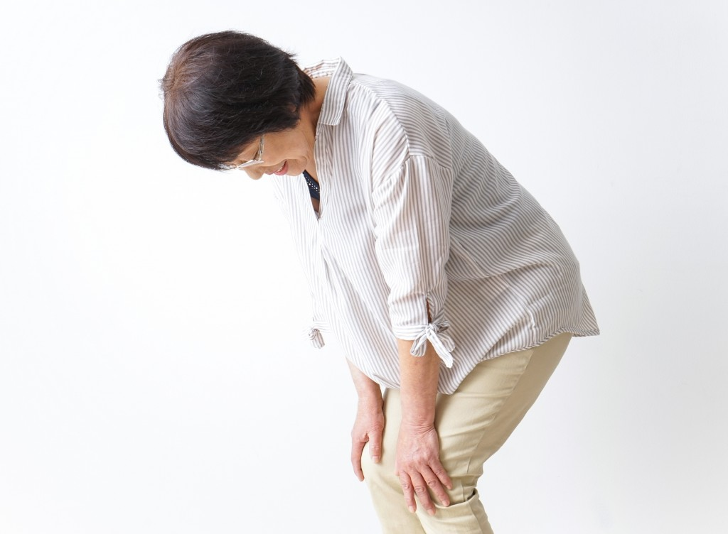 Aged woman suffering from pain in knee